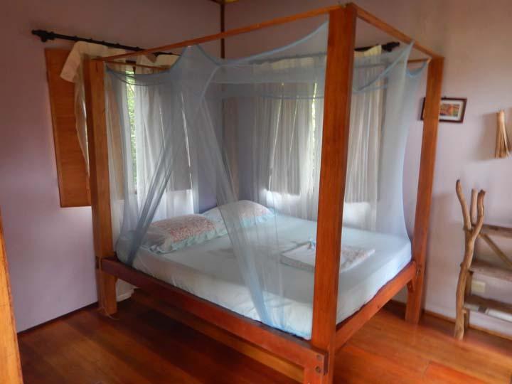 Doppelbett in der Kabine im Dschungelcamp