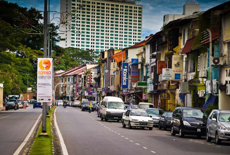 Einkaufsstrasse in Kuching, Malaysia