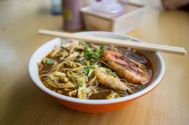 Typisches Laksa Gericht aus der Region Sarawak