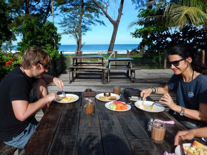 Frühstück im Tip Top Restaurant am Strand