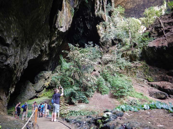 Höhleneingang Deer Cave im Mulu Nationalpark
