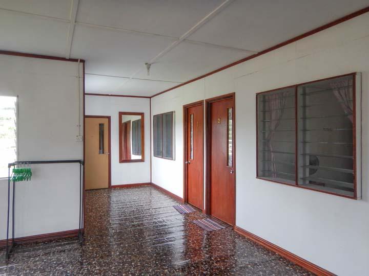 Vorraum zu den Zimmern in der Unterkunft in Mulu