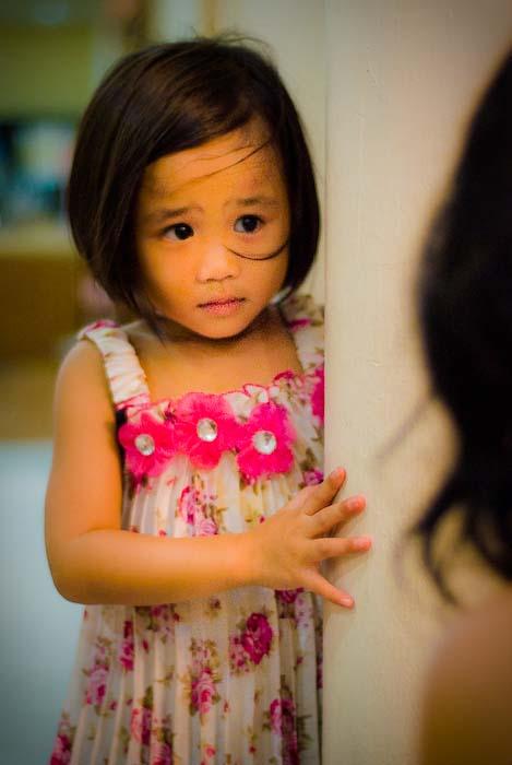 Airyn schaut zu Anne, Kuching, Borneo, Malaysia