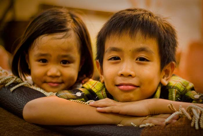 Airyn und Aiman, Kuching, Borneo, Malaysia