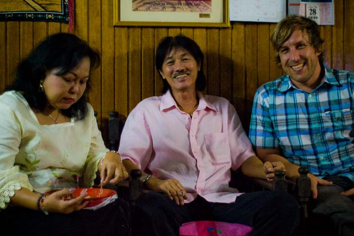 Angel, Victor und Bunki, Iban Longhouse, nahe Betong, Borneo