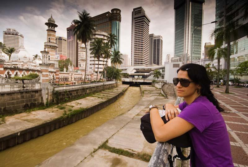 Anne am Ausgangspunkt des Stadtrundgangs, KL, Malaysia