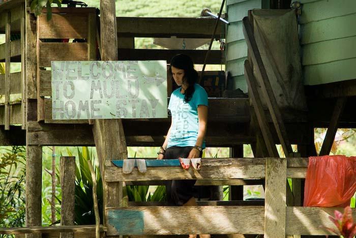 Anne beim Homestay, Mulu Nationalpark, Borneo, Malaysia