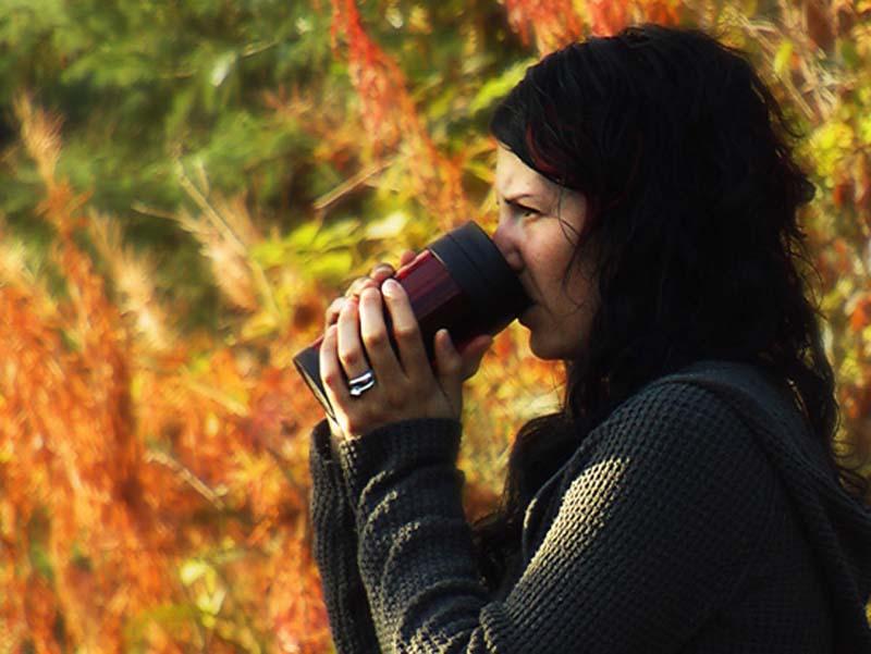 Anne geniesst den Ausblick, Vancouver Island, British Columbia, Kanada