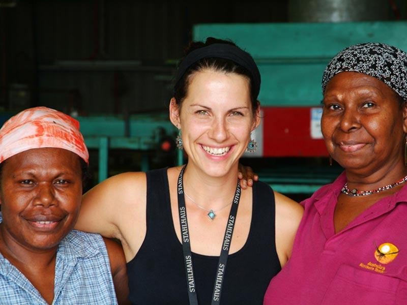 Anne mit ihren Arbeitskolleginnen