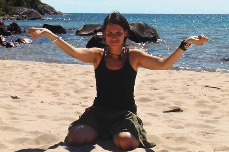 Anne mit weissem Sand am Lake Superior, Ontario, Kanada
