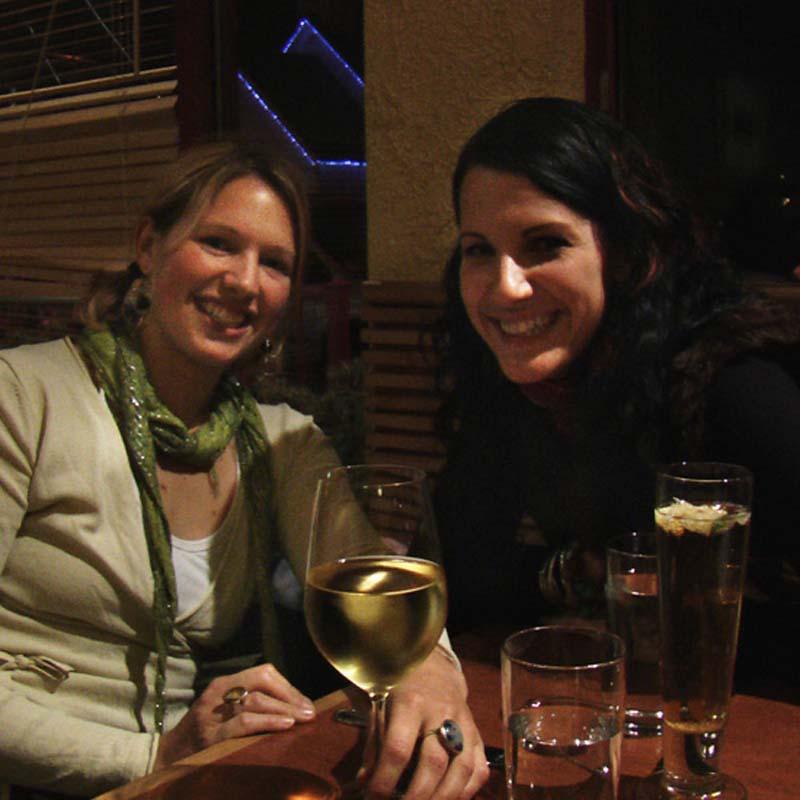 Anne und Marnie, unsere neue Autobesitzerin, Canmore, Alberta, Kanada