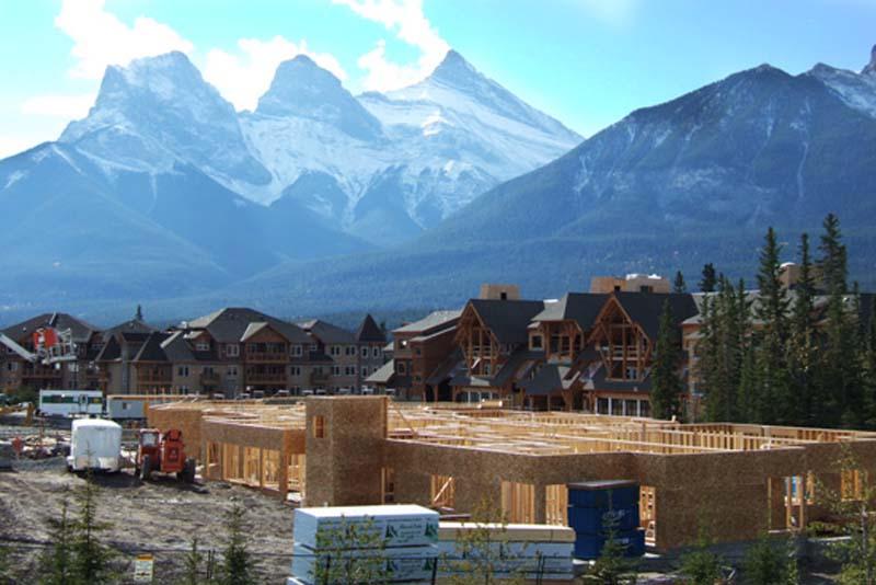 Baustelle vor den Drei Schwestern, Canmore, Alberta, Kanada