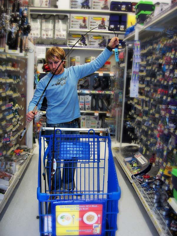 Bunki legt sich noch eine Angelausrüstung zu, Halifax, Nova Scotia, Kanada