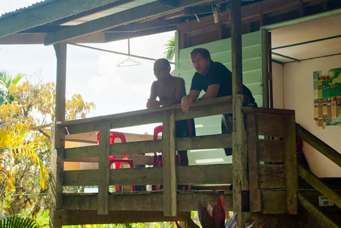 Bunki und Joseph auf der Terasse, Mulu, Borneo Malaysia