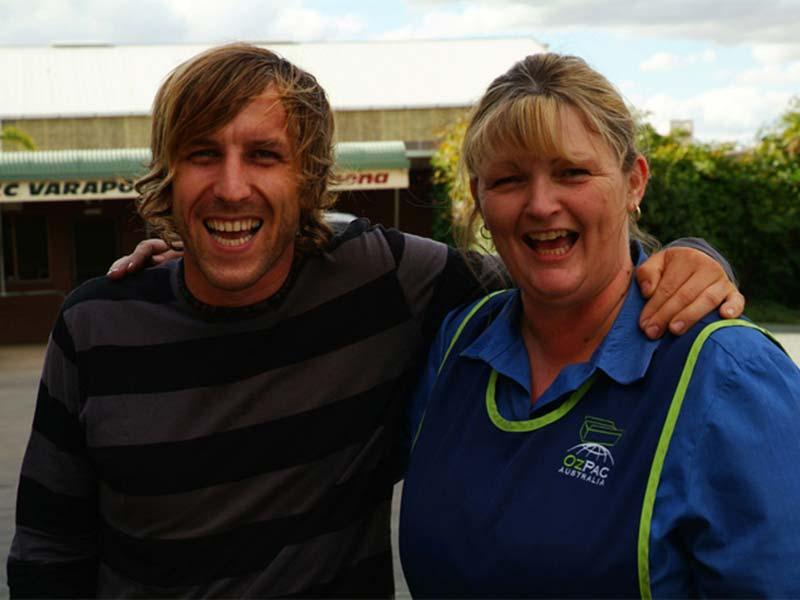 Bunki und Karen vor unserem Packhaus in Shepparton