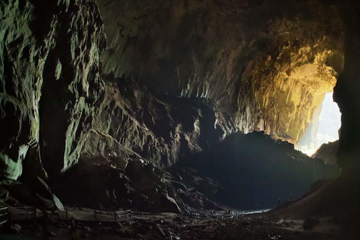 Der Eingang der Deer Cave, Mulu, Borneo Malaysia
