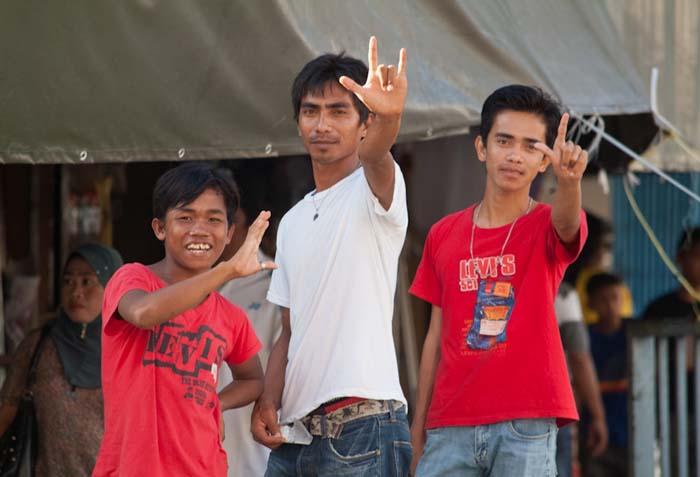 Drei Jungs, Sandakan, Borneo, Malaysia