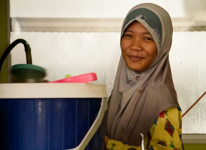Eine unserer Kellnerinnen, Sandakan, Borneo, Malaysia