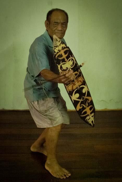 Joseph mit Schild und Schwert, Mulu, Borneo Malaysia