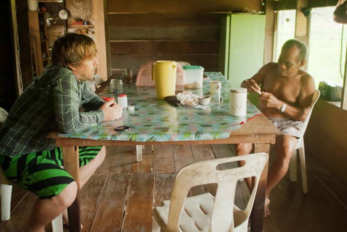 Joseph und Bunki unterhalten sich, Mulu, Borneo Malaysia