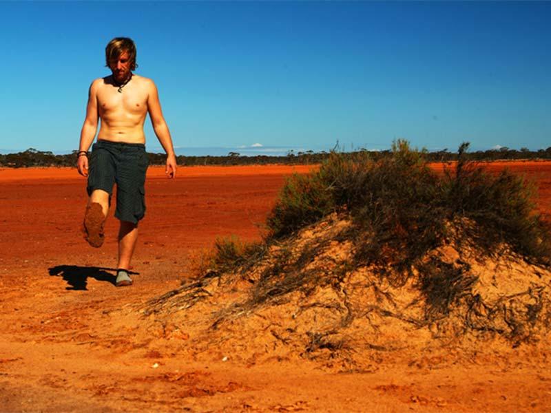 Roter Sand an den Füßen