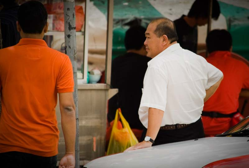 Taxifahrer wartet auf Kundschaft, KL, Malaysia