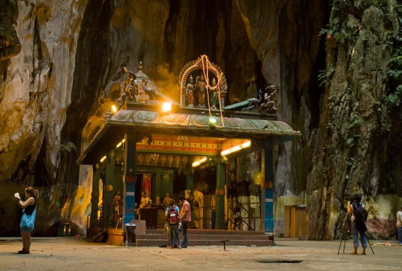 Tempel in einer der Batu Hoehlen, Malaysia