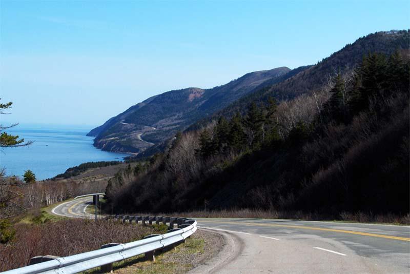 Traumhafte Küstenstrasse im Norden Nova Scotias, Cape Breton, Kanada