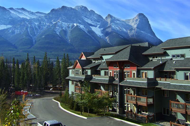 Unsere Arbeitsstelle vor den Rocky Mountains, Canmore, Alberta, Kanada