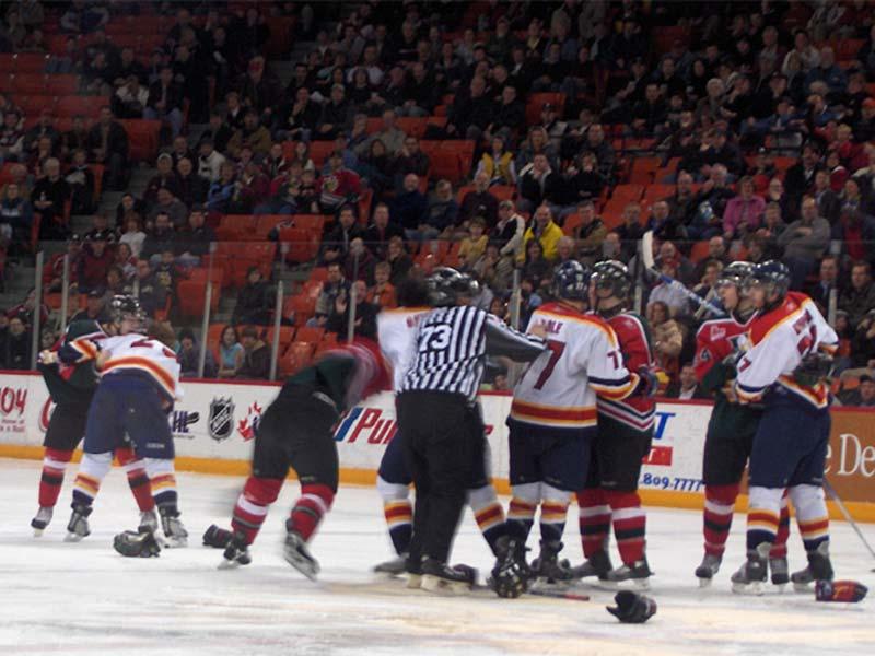 Prügelei beim Icehockey