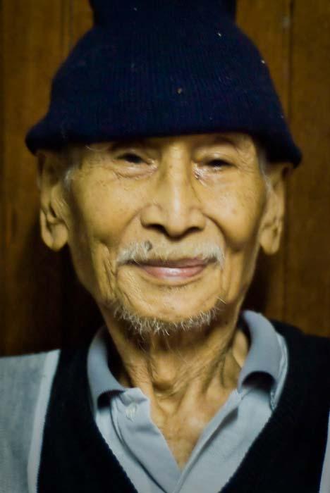 ehemaliger Vorsitzender aller Iban in Sarawak, Iban Longhouse, nahe Betong, Borneo