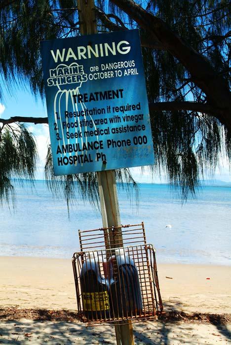 typisches Schild an Straenden in Queensland