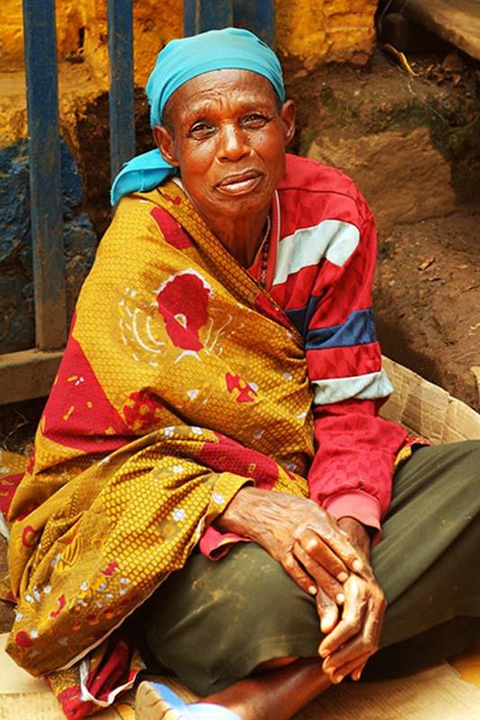 Alte Frau auf dem Markt, Kigali, Ruanda