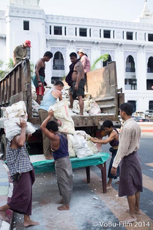 Bauschutt-Transport, Yangon, Myanmar