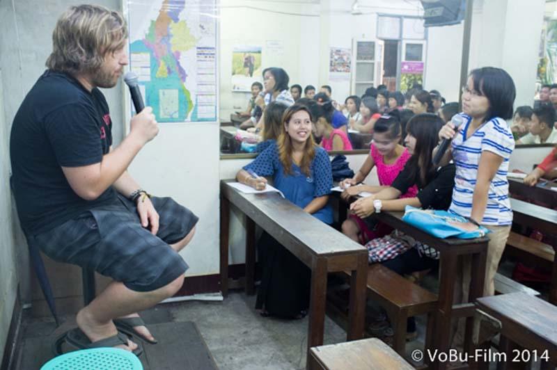 Bunki beim Englisch Unterricht, Yangon, Myanmar