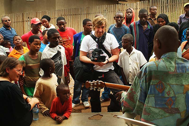 Bunki filmt blinden Musiker, Kigali, Ruanda