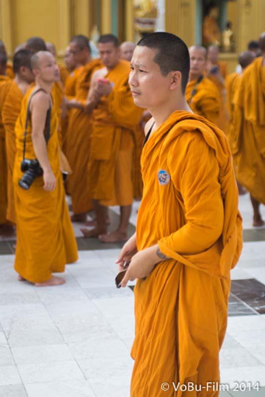 Ein Mönch, Shwedagon Pagoda, Yangon, Myanmar