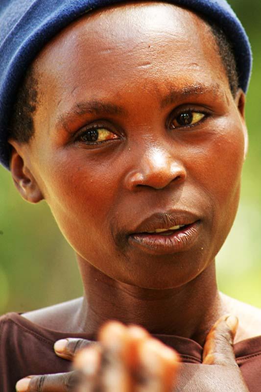 Frau am Strand, Gisenye, Ruanda