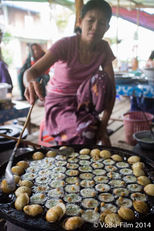 Frau macht Essen (keine Ahnung wie es heisst), Nyaungshwe, Myanmar