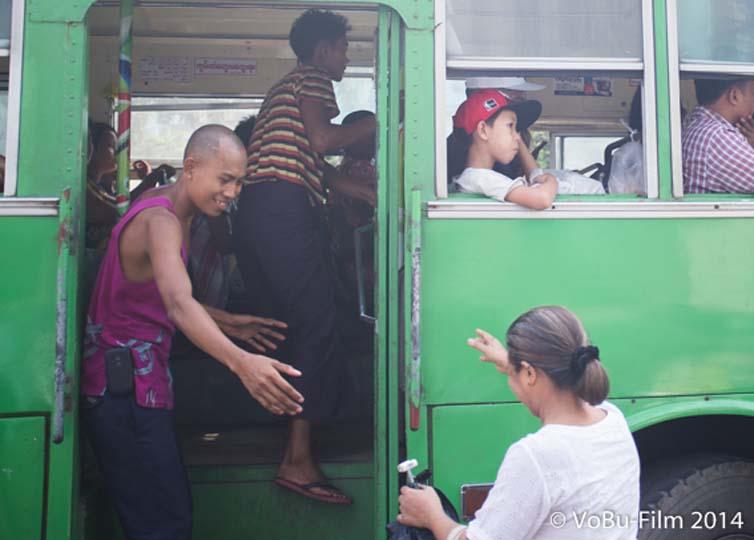 Frau will noch mit, Yangon, Myanmar