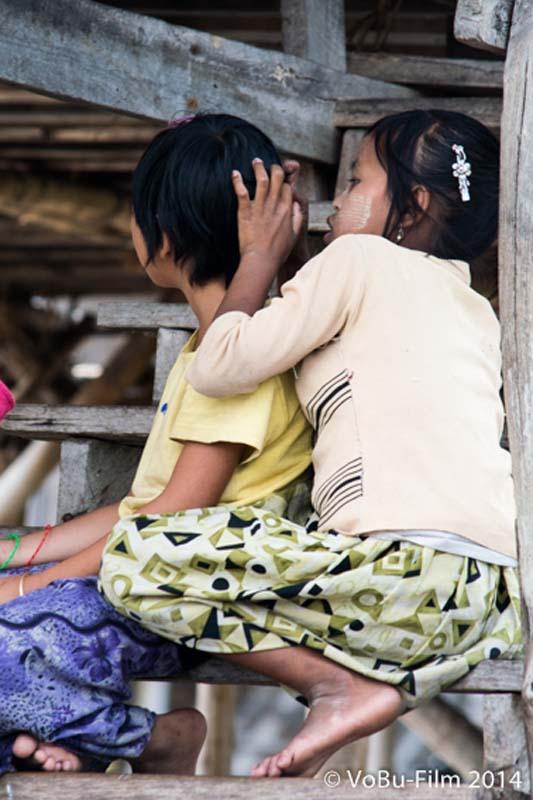 Läuse suchen, Inle Lake, Myanmar