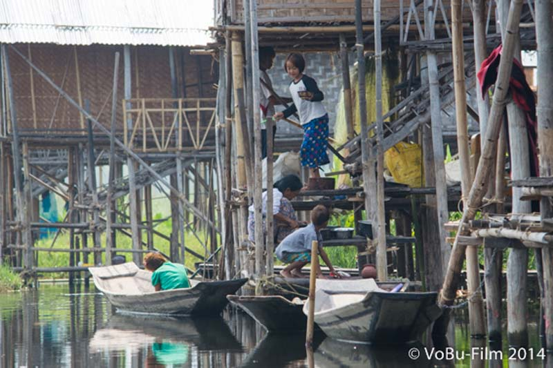 Leben in den schwimmenden Doerfern, Inle Lake, Myanmar