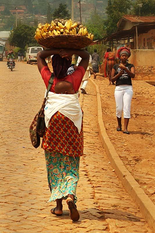Mutter, Baby und Bananen, Kigali, Ruanda