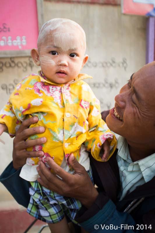 Opa mit Enkel, Nyaungshwe, Myanmar