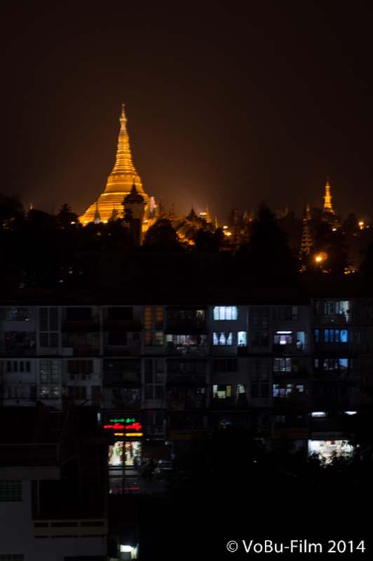 Shwedagon Pagoda bei Nacht, Yangon, Myanmar