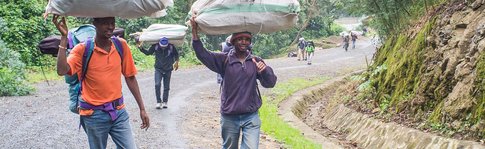 Träger-am-Kilimandscharo